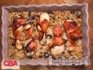 Рецепта Печени пилешки бутчета в бекон с ориз със стафиди, орехи и маслини